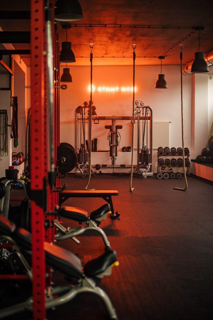 Przestrzeń siłowni Gymmy More